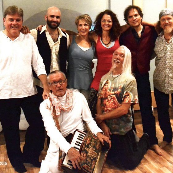 amy-barnes-yoga-kirtan-group-shot