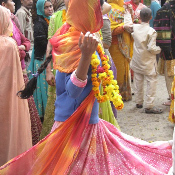 amy-barnes-yoga-color-dance