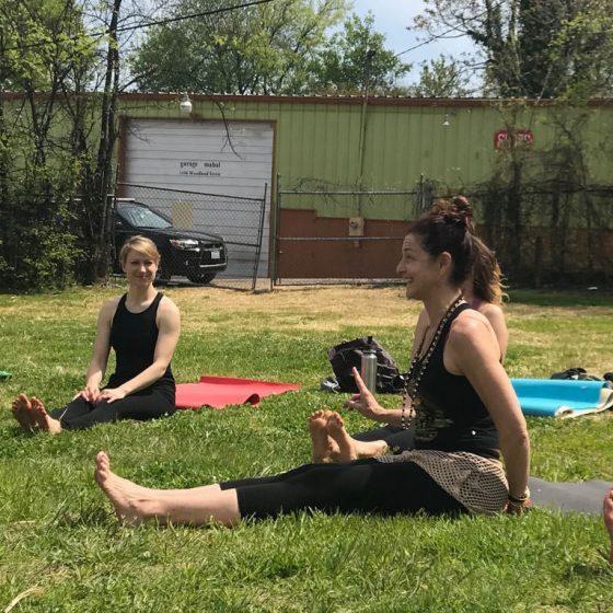 earth-day-2018-amy-barnes-yoga-urban-sit